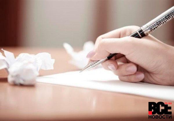 письмо ручкой по листу бумаги